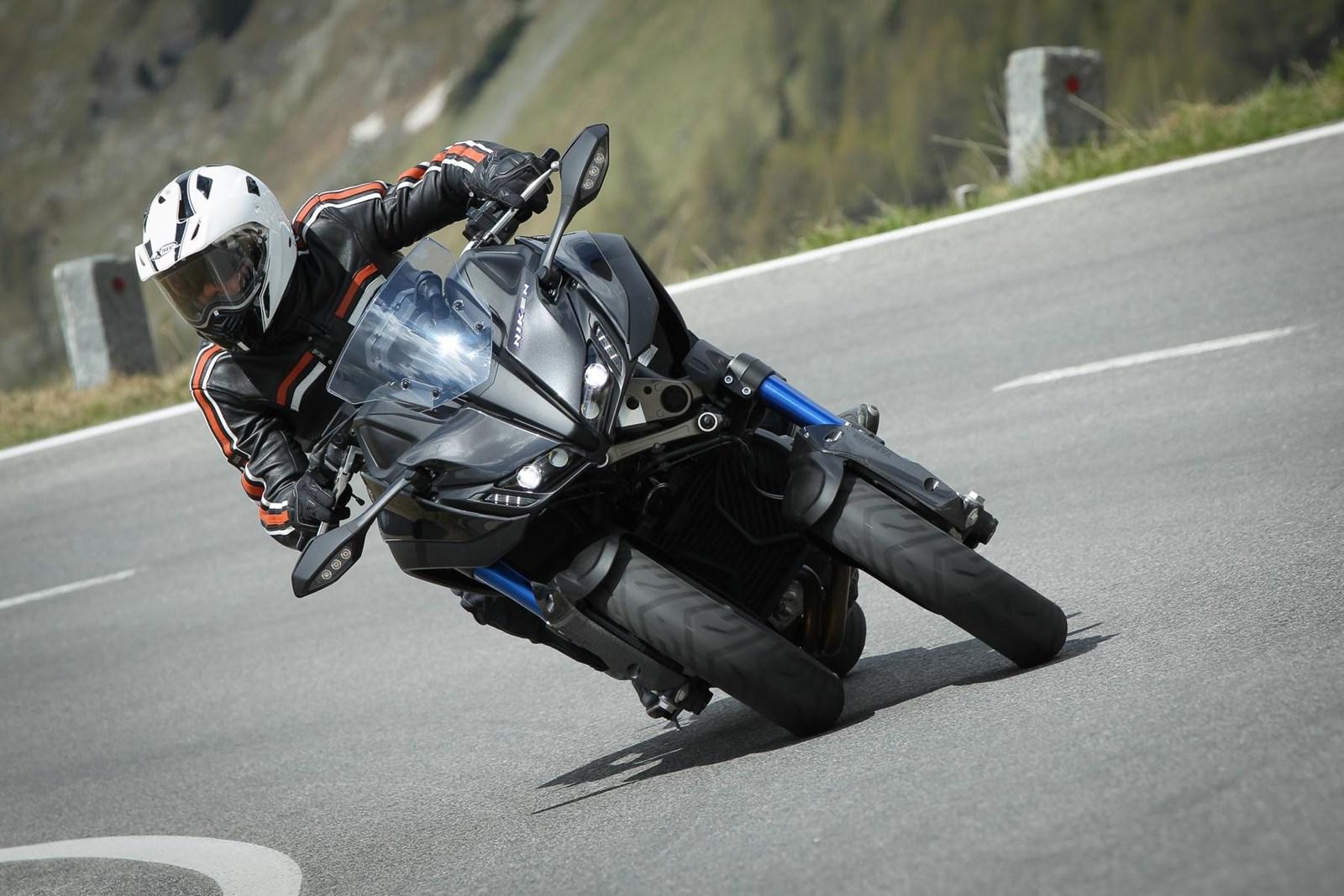Yamaha Niken Rapport De Test Le Carving Sur Asphalte