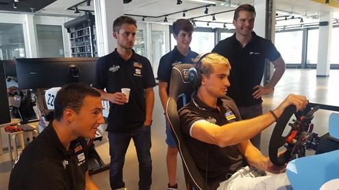 Vom virtuellen zum realen Rennfahrer und umgekehrt – so trainieren Profirennfahrer für echte Rennen