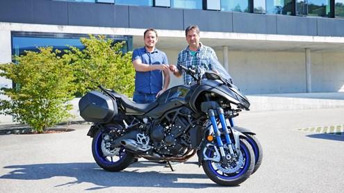 YAMAHA NIKEN – Une vraie moto sur toute la ligne